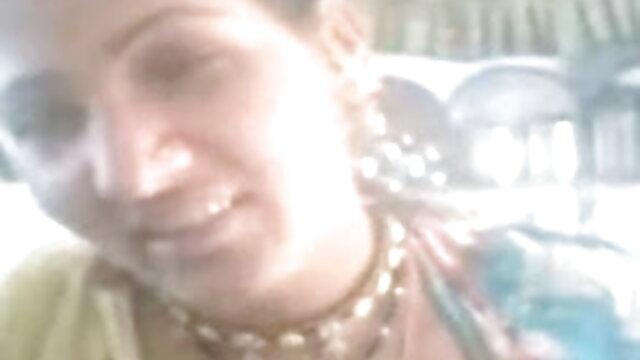 ब्लोंड मिल्फ एक गधे के साथ उसके गधे को भरने फुल एचडी हिंदी सेक्सी फिल्म