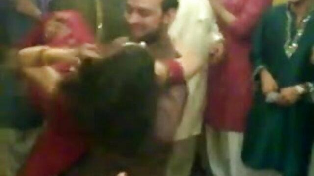 दो फुल सेक्सी हिंदी वीडियो हॉट गर्ल्स शेयर एक लकी लड़के की मुर्गा