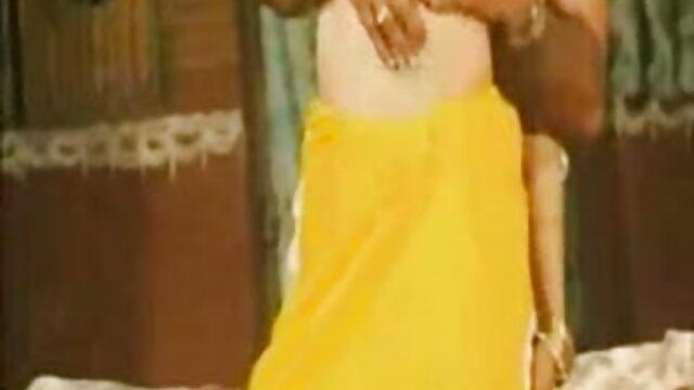 प्यारी फुल मूवी वीडियो में सेक्सी चूत कौड़ी की