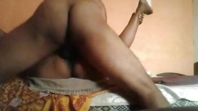एमएफएफ के एक दृश्य हिंदी मूवी फुल सेक्स में पैगी टर्नह और कारमेन जे