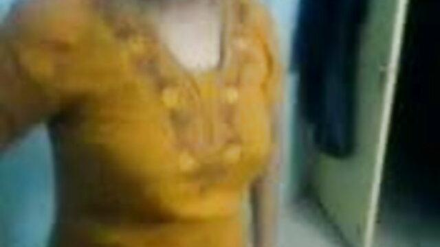 पानी के नीचे फुल सेक्सी फिल्म हिंदी में मम्मी-होली हैल्स्टन