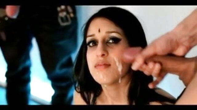 एक सेक्सी पिक्चर हिंदी फुल मूवी दूसरे के छेदों पर खिलौने का उपयोग करते हुए गर्म समलैंगिकों