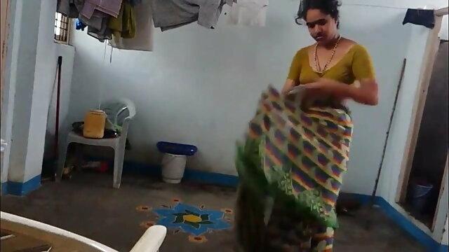 एक माँ और हिंदी में सेक्सी वीडियो फुल मूवी उसका बेटा नहीं