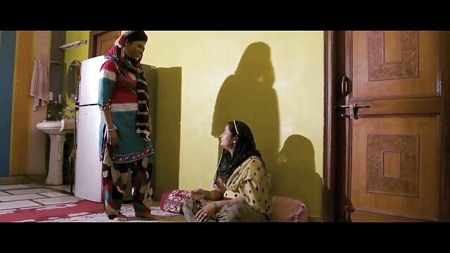 लोनली गर्ल बंद हो जाता हिंदी में फुल सेक्सी मूवी है सार्वजनिक वाशरूम में