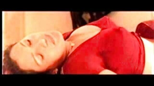 दो MILFS सेक्सी फिल्म फुल एचडी फिल्म हैंडजोब