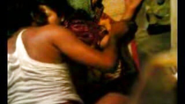 झगड़ालू पत्नी चड्डी में दम सेक्सी फिल्म फुल एचडी फिल्म तोड़ देती है