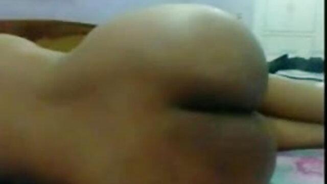 बिस्तर में देसी सेक्सी हिंदी वीडियो फुल मूवी मुखमैथुन